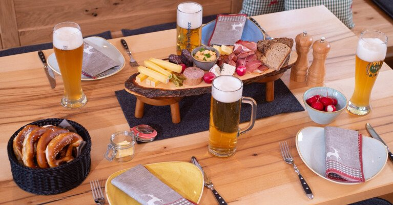 Brotzeit in der Spitzing-Alm | © Thomas Plettenberg